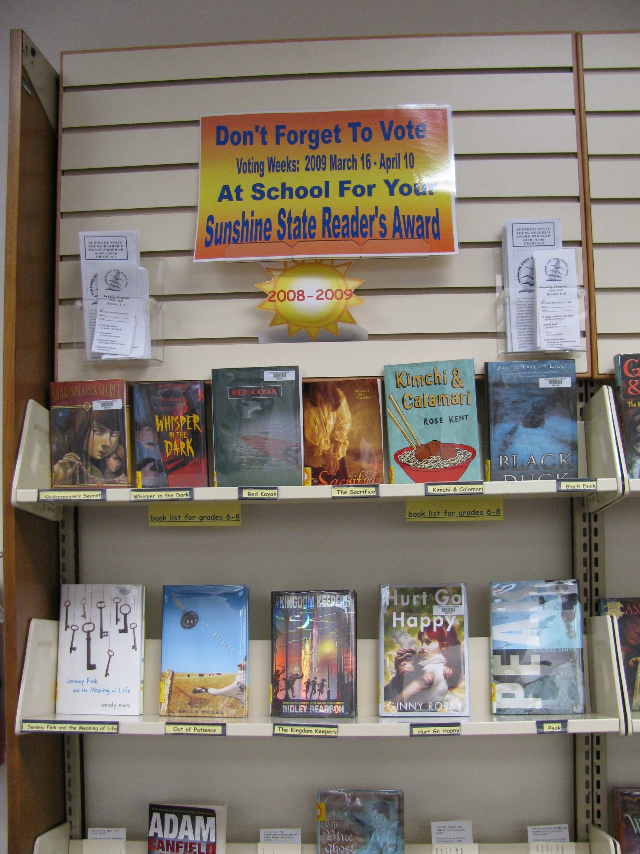 Books with Sunshine State Reader's Award poster above shelf